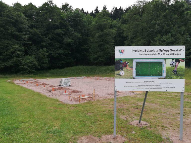 Read more about the article Bolzplatz nimmt Gestalt an